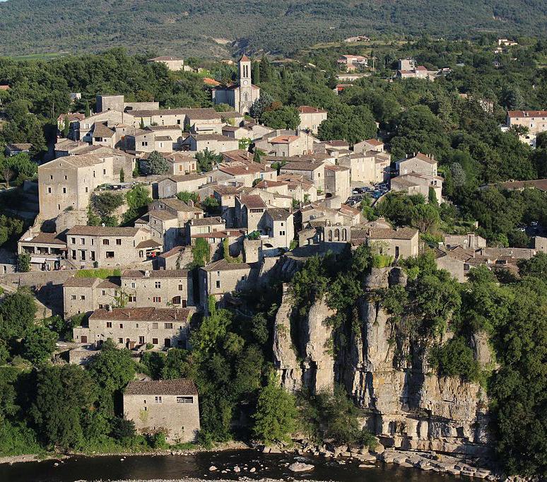 Balazuc en Ardèche, vue du village